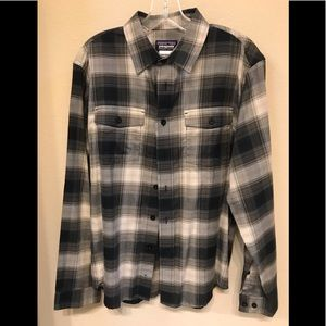 Patagonia black/gray plaid cotton shirt Size Small
